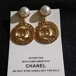 Jewelry - Pearl & Gold VIP Dangle Pierced Earrings
